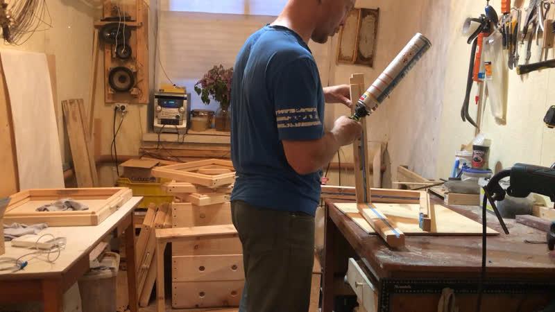 Склеивание деревянных деталей монтажной пеной .
