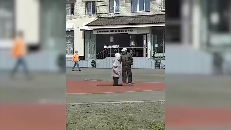 Вспомнила молодость Прыгающая на батуте старушка стала героем видео в интернете