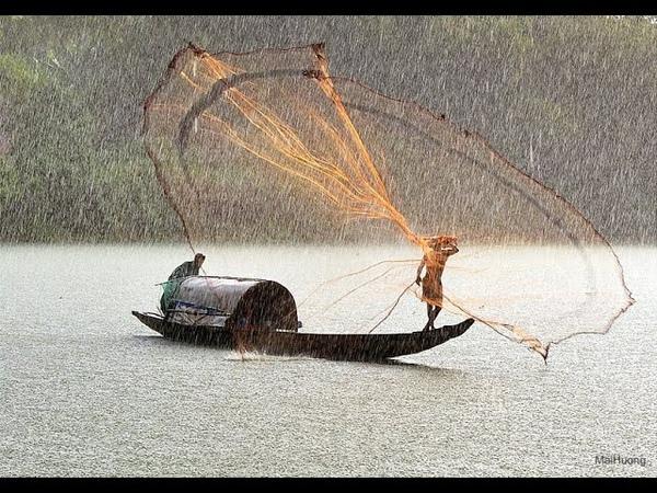 Традиционная рыбалка кастинговой сетью в Колумбии Traditional fishing casting net in Colombia