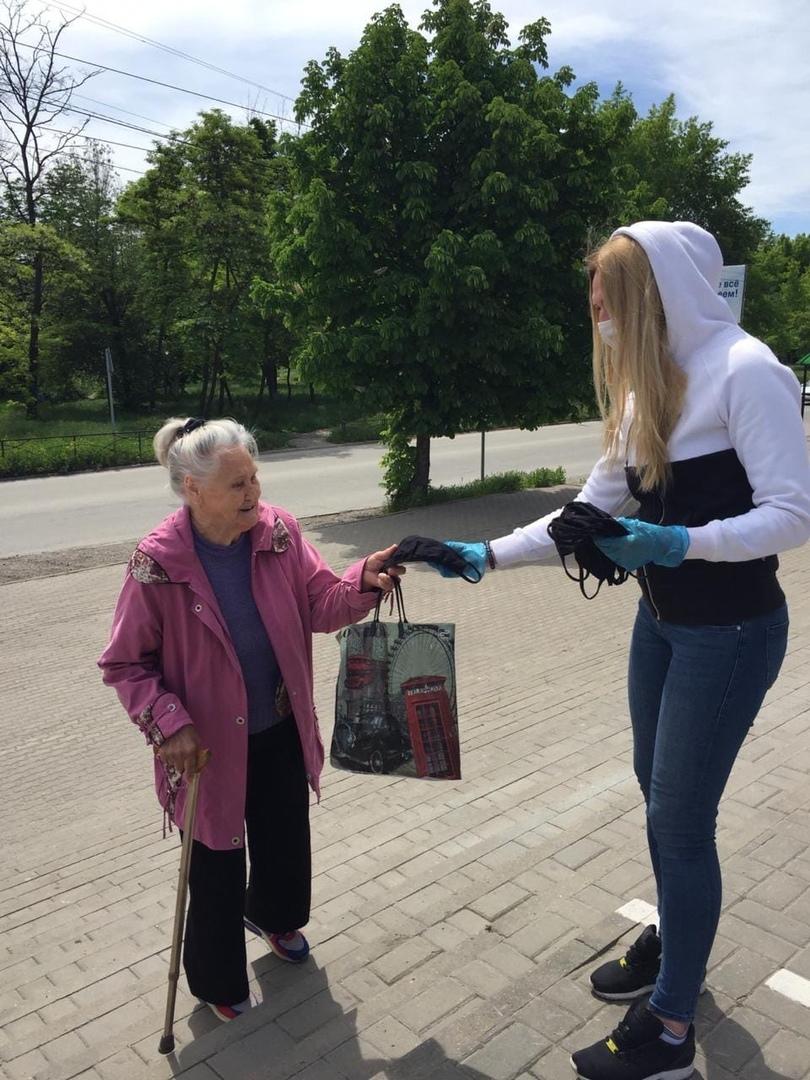 В городе Таганроге проведена акция по выдаче лицевых масок гражданам старше 65 лет