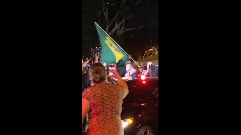 Bolsonaro expulso hahahahah nem conseguiu comer mp4