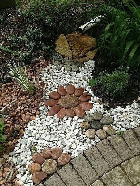 Интересный декор для вашего участка! Расписываем камни на свой вкус.