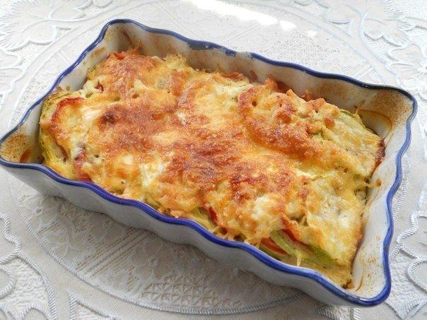 Крутейшие кабачки, запеченные с помидорами и сыром.