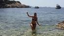 ANAÏS james bond girl...ratée. parody Dr No /Ursula Andress