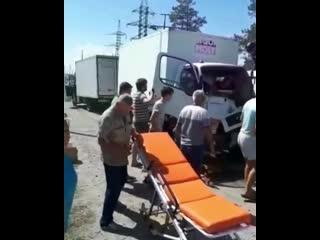 Фургон протаранил фуру, водителя зажало