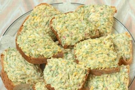 Бутерброды с плавленым сыром, редисом и яйцом