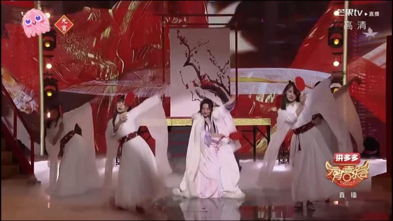 Xu Yiyang Ba iLu and Yuan Bingyan in historical wear 2021 Hunan TV Lantern Festival Gala