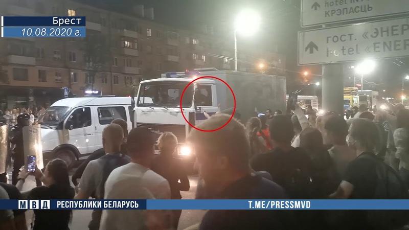 ⚡️В Бресте установлен радикал который бросал в сотрудников милиции палки камни