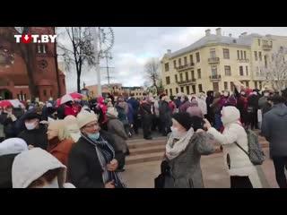 На площади Независимости собрались участники марша пенсионеров и медиков