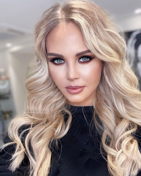 Мария Погребняк славится в instagram своими стильными укладками и макияжами. Их ей делают лучшие специалисты страны.Это 5 последних ее образов. Как вы считаете, какой лучше1, 2, 3, 4 или