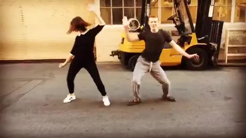 Cameron Monaghan and Isidora Goreshter dancing Watch Me (Whip/Nae Nae) between takes of Shameless season 6