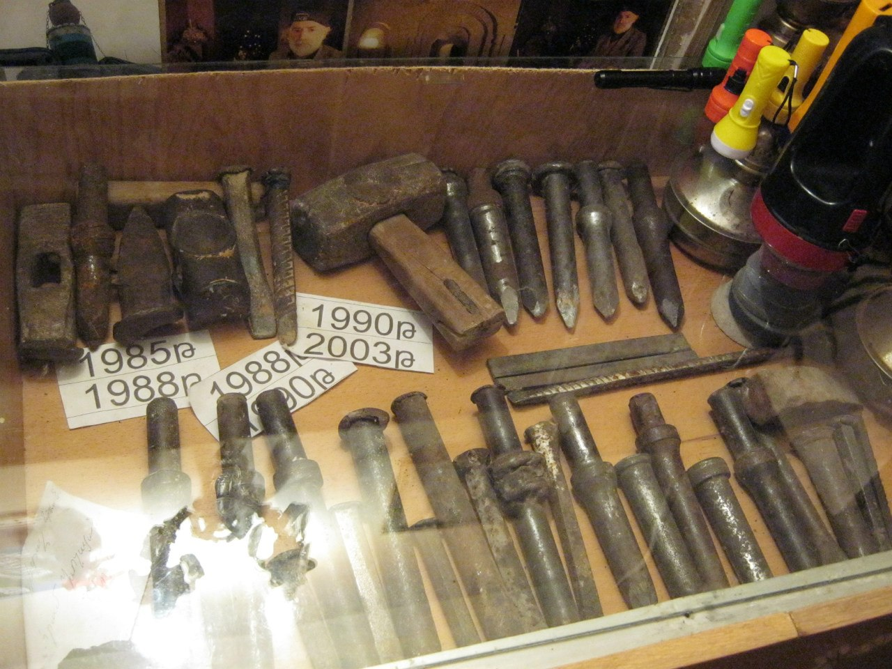 инструменты Левона для выкапывания подземного лабиринта