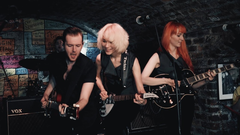 Please Mr. Postman Wipe Out - MonaLisa Twins (The Marvelettes Cover) Live at the Cavern Club