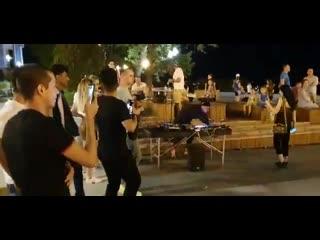 Волгоградцы устроили жаркие танцы на набережной