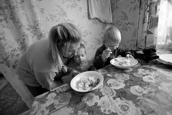 Минтруд хочет лишить работающих родителей детского пособия Минтруд предложил перестать выплачивать пособия по уходу за ребенком до полутора лет тем родителям, которые фактически не осуществляют