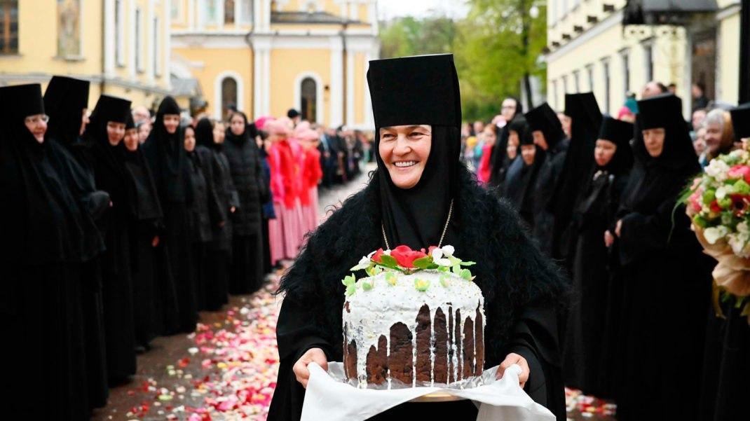 Настоятельница московского монастыря купила Mercedes-Benz S-класса за 10 млн руб