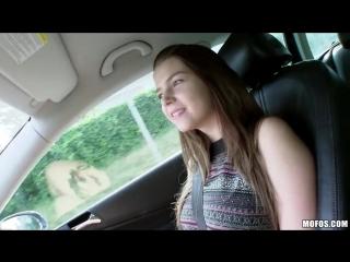 Секс видео сосет в машине #3