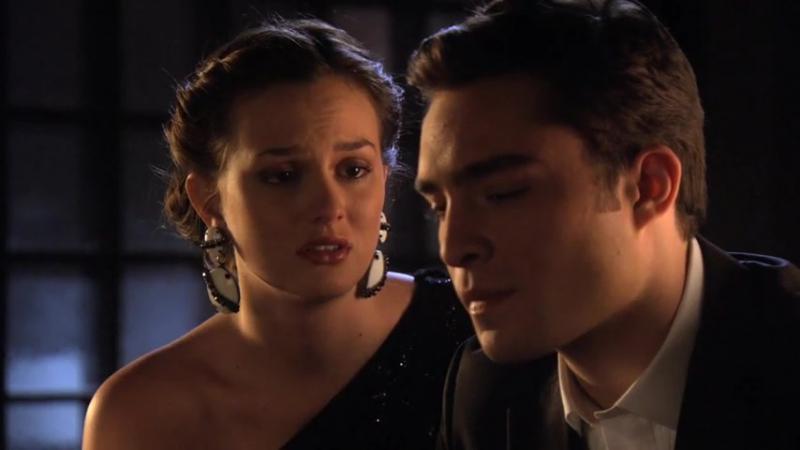Сплетница — У меня нет матери, Блэр. И никогда не будет. — Это не значит, что ты одинок. Я люблю тебя, Чак. Я всегда буду тво