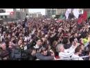 Навальный толкает речь