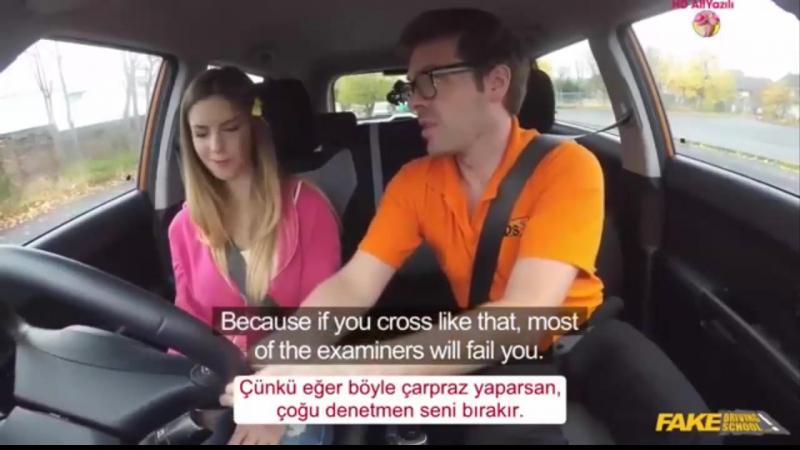 Ehliyet Alabilmek İçin Eğitmenin Altına Yatıyor Türkçe Altyazılı Porno izle