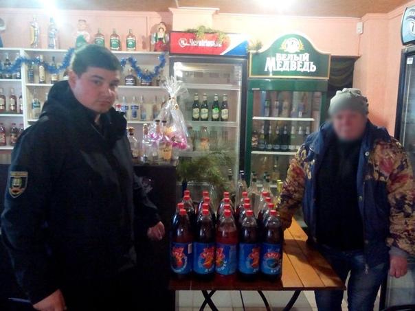 Женщину поймали за продажей контрафактного алкоголя и она пыталась откупиться за 30 тысяч рублей. Теперь должна чуточку больше. История пришла к нам из Урюпинского района. 60-летняя местная