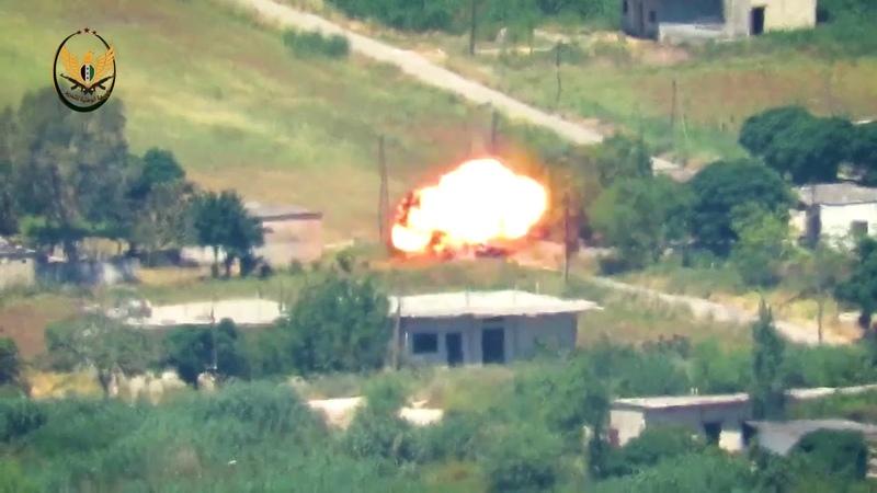 الجبهة الوطنية للتحرير||تدمير تجمع آليات لعصابات الأسد بصاروخ مضاد للدروع على محور الحويز بريف حماة