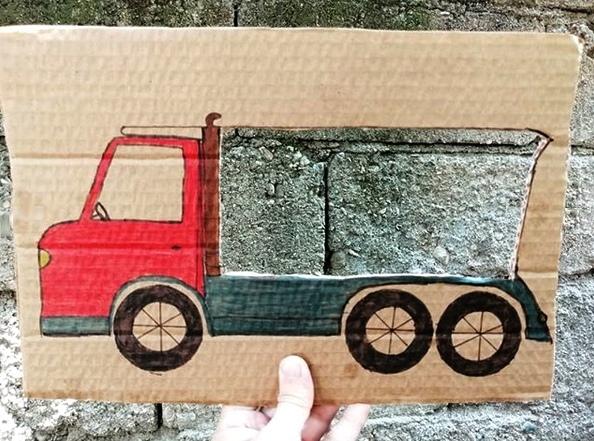 РАЗВИВАЮЩИЕ ИГРЫ СВОИМИ РУКАМИ. Что везёт грузовичок Картонка , краски = прогулка стала веселее!