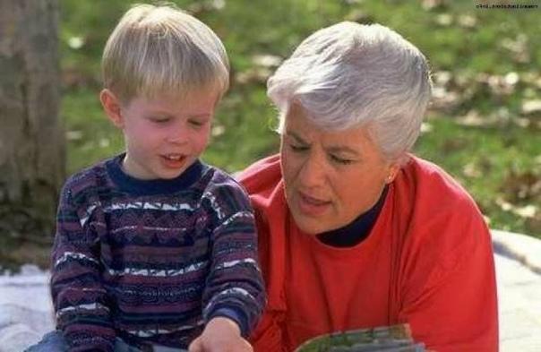 БЫТЬ ДОБРЫМ Один мальчик плохо учился. Так и не научился писать даже печатными буквами; а пора было в школу идти. И разговаривал плохо. Односложно; скудная, бедная речь. И мальчик сам такой