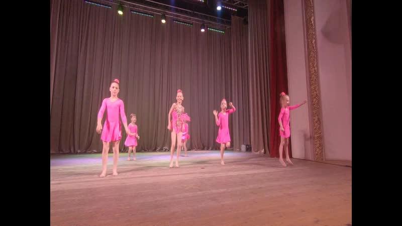 Акробатический танец на Отчетном концерте в Дедовске!
