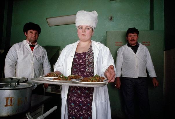 Работники школьной столовой, проверенные на полиграфе, не смогли признаться в том, что кормили детей отмытыми котлетами из чужих тарелок. Работники школьной столовой в Казани, проверенные на