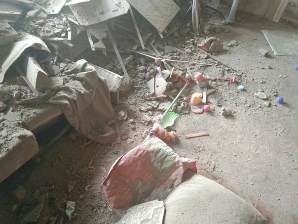 В Боровске обрушился потолок над кроватью 2-летней девочки В Боровске Калужской области в одном из аварийных домов обрушился потолок прямо над кроватью двухлетней девочки. Фото последствий и