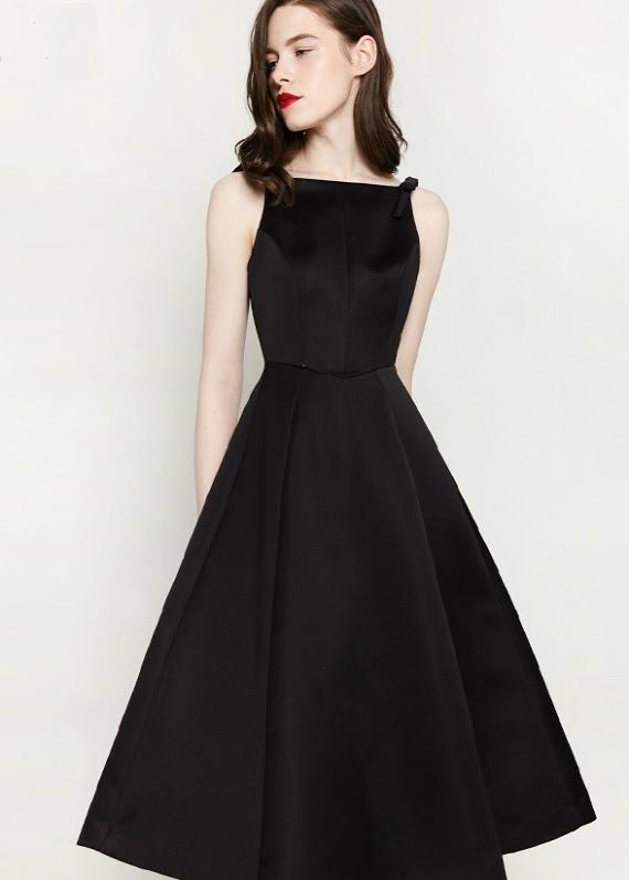 Вы ищете легкое коктейльное платье для корпоративной вечеринки или праздничного ужина в ресторане?