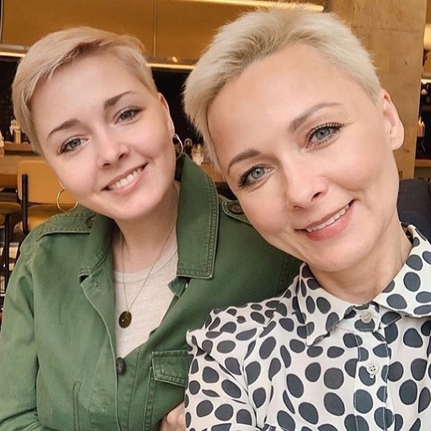 Дарья Повереннова и ее дочь, которой 26.
