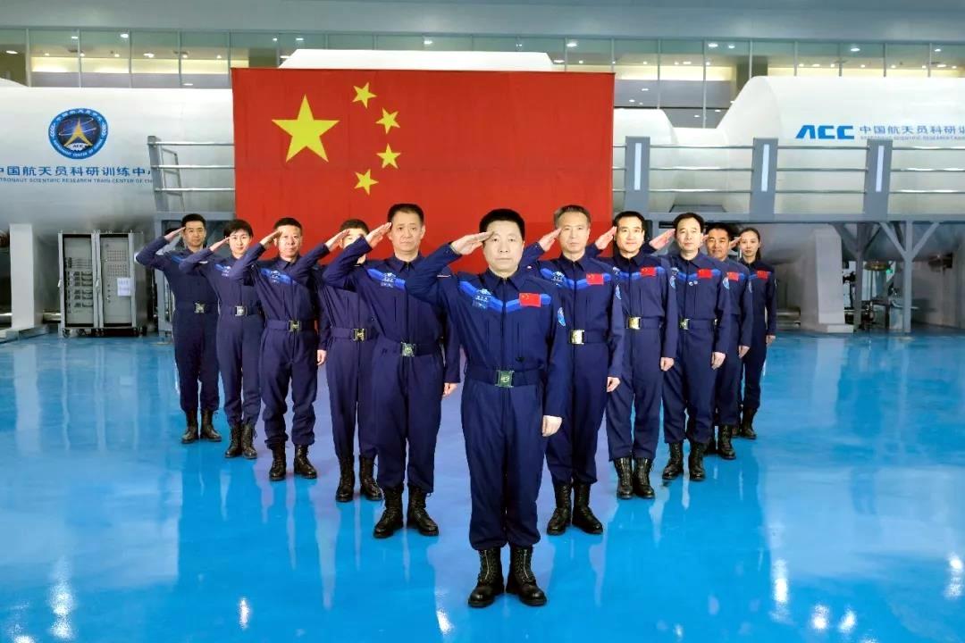 Les astronautes chinois _LUKpvSKNXU