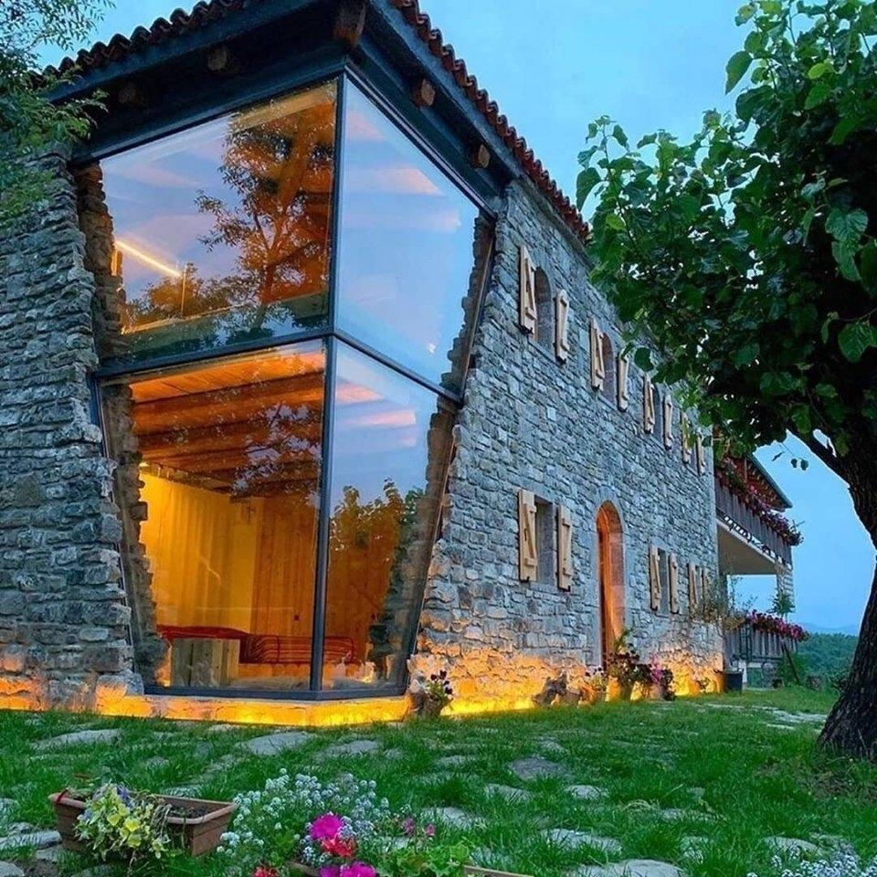 Необычно, но классно - дом из стекла и камня