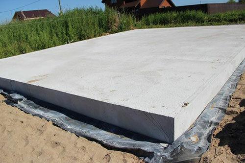 Как построить монолитный плитный фундамент: полезные советы