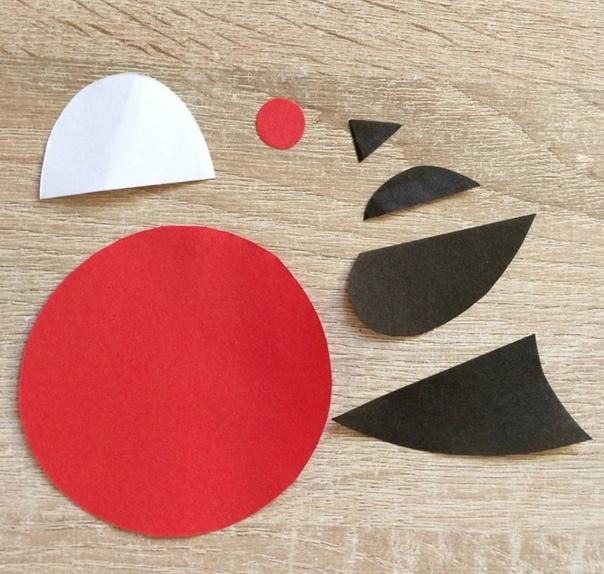 АППЛИКАЦИЯ «СНЕГИРЬ НА ВЕТКЕ» МАТЕРИАЛЫ:- цветная бумага;- ножницы;- клей;- фломастеры;- пластиковый глазик.КАК СДЕЛАТЬ:1. Распечатайте файл с шаблоном снегиря.2. Вырежьте детали из цветной