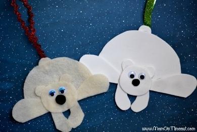 Белый медведь из бумаги Такие поделки медведей можно делать с детьми школьного возраста из плотной белой бумаги или фетровой ткани.Все детали медведя : голову, тело, уши, лапы, хвост вырезаем из