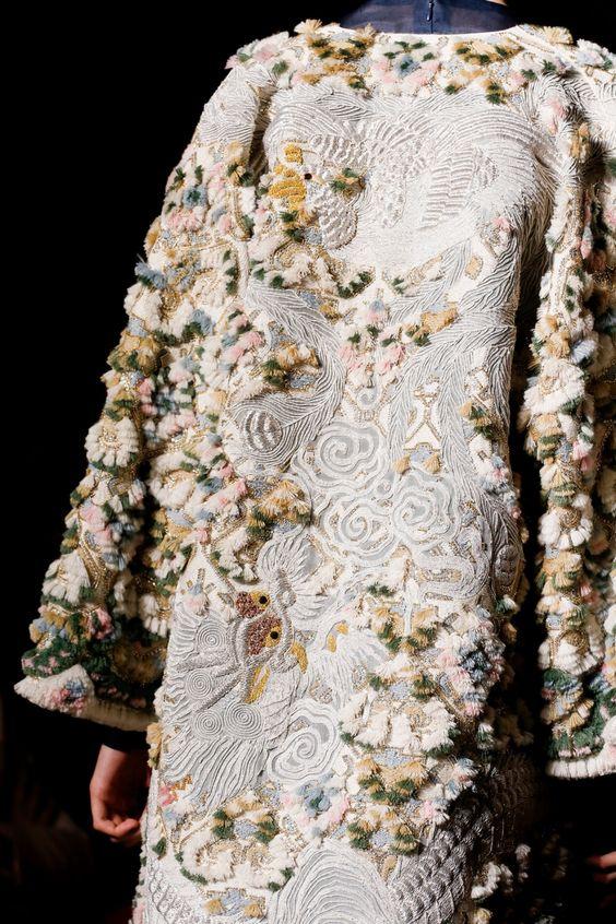 Верхняя одежда с вышивкой