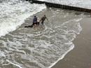 В Зеленоградске стоявшего на пирсе мужчину волной унесло в море