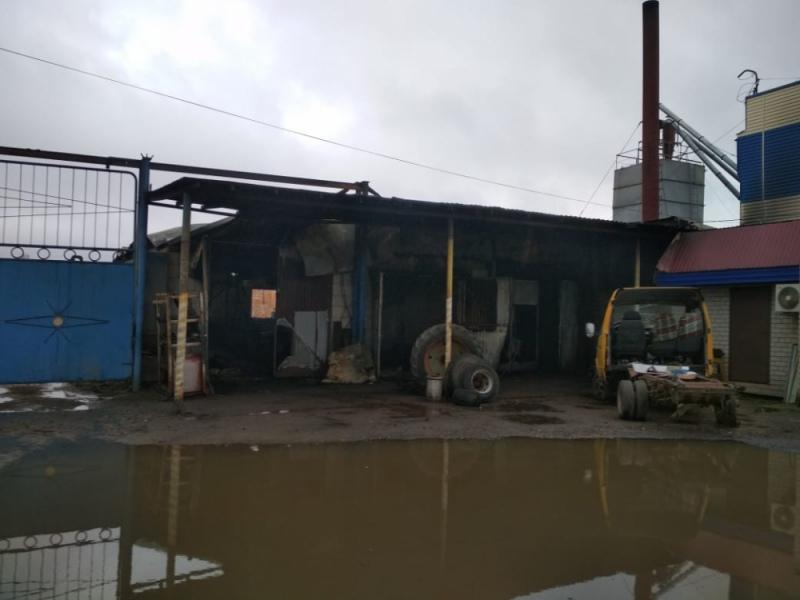 В Приволжском на пепелище сгоревшего автосервиса нашли тело мужчины