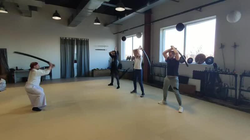 Видео Упражнение Удар в приседе смотреть онлайн