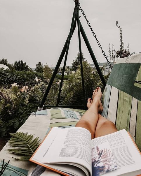 Обожаю читать книжки на свежем воздухе. Единение с природой, чистота мысли и бесконечный поток новых идей А какую последнюю книгу прочитали вы(источник: