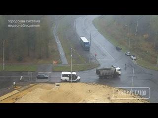Такое ощущение, что водитель целился!#видео@typica...