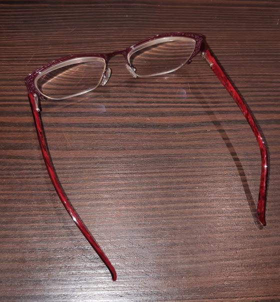 Очки с футляром, хорошие, почти новые даромТерриториально...