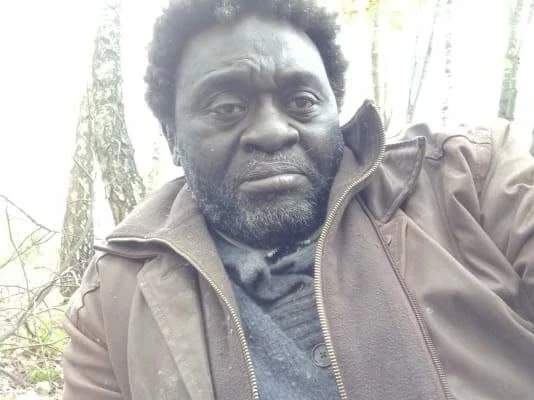 Камерунец Зомо, певший на Невском на Евро-2020, за...