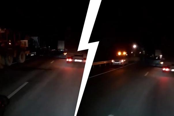 На Пермском тракте столкнулись два грузовика: один...