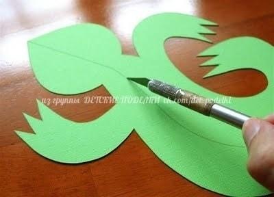 Яркие ящерицы из бумаги Чтобы согнуть ящерицу по намеченной линии, нужно провести по этой линии обратной стороной