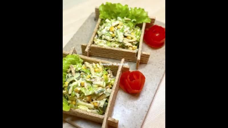 Нежный салат из свежих огурцов и куриного филе