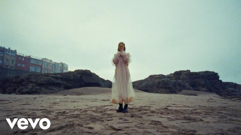 Lolo Zouaï - Desert Rose (Official Video)